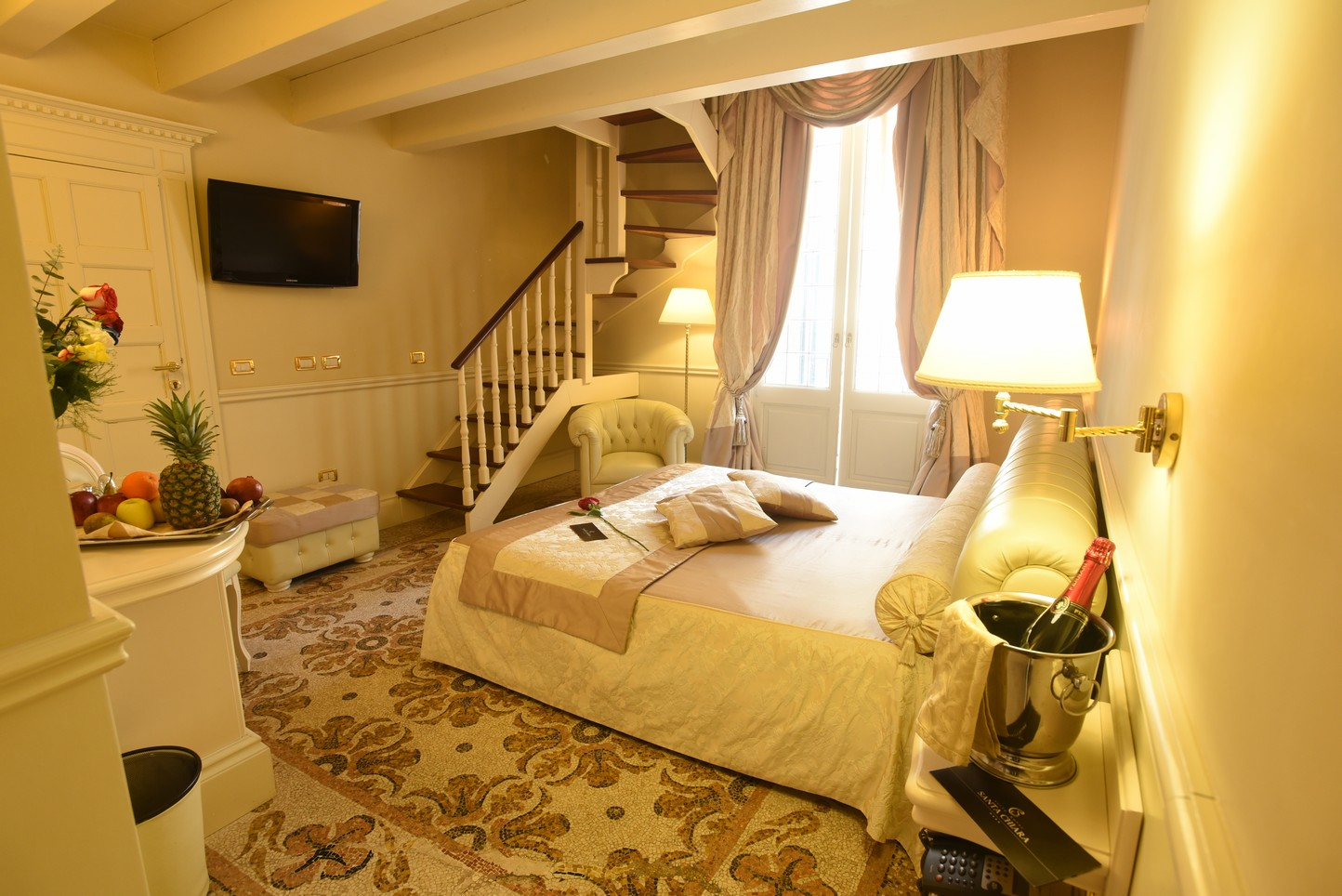 Family room hotel santa chiara lecce for Family room accommodation